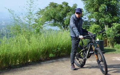 Sisi Lain TGB: Jawara Bersepeda dan Penggemar Komik Kho Ping Hoo
